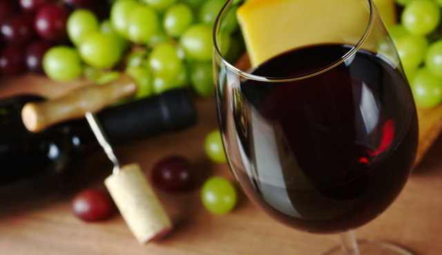Micronutrients from and for red wine